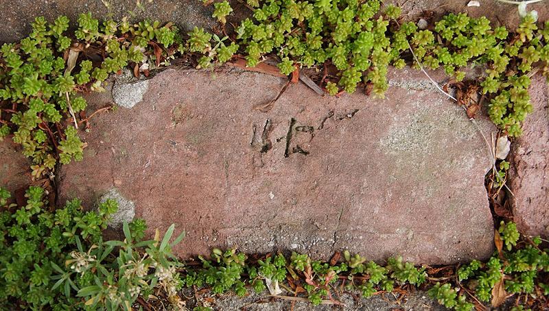 漢数字二六煉瓦刻印
