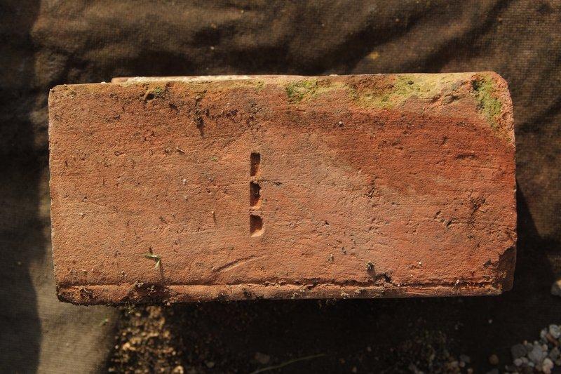 三破線煉瓦刻印
